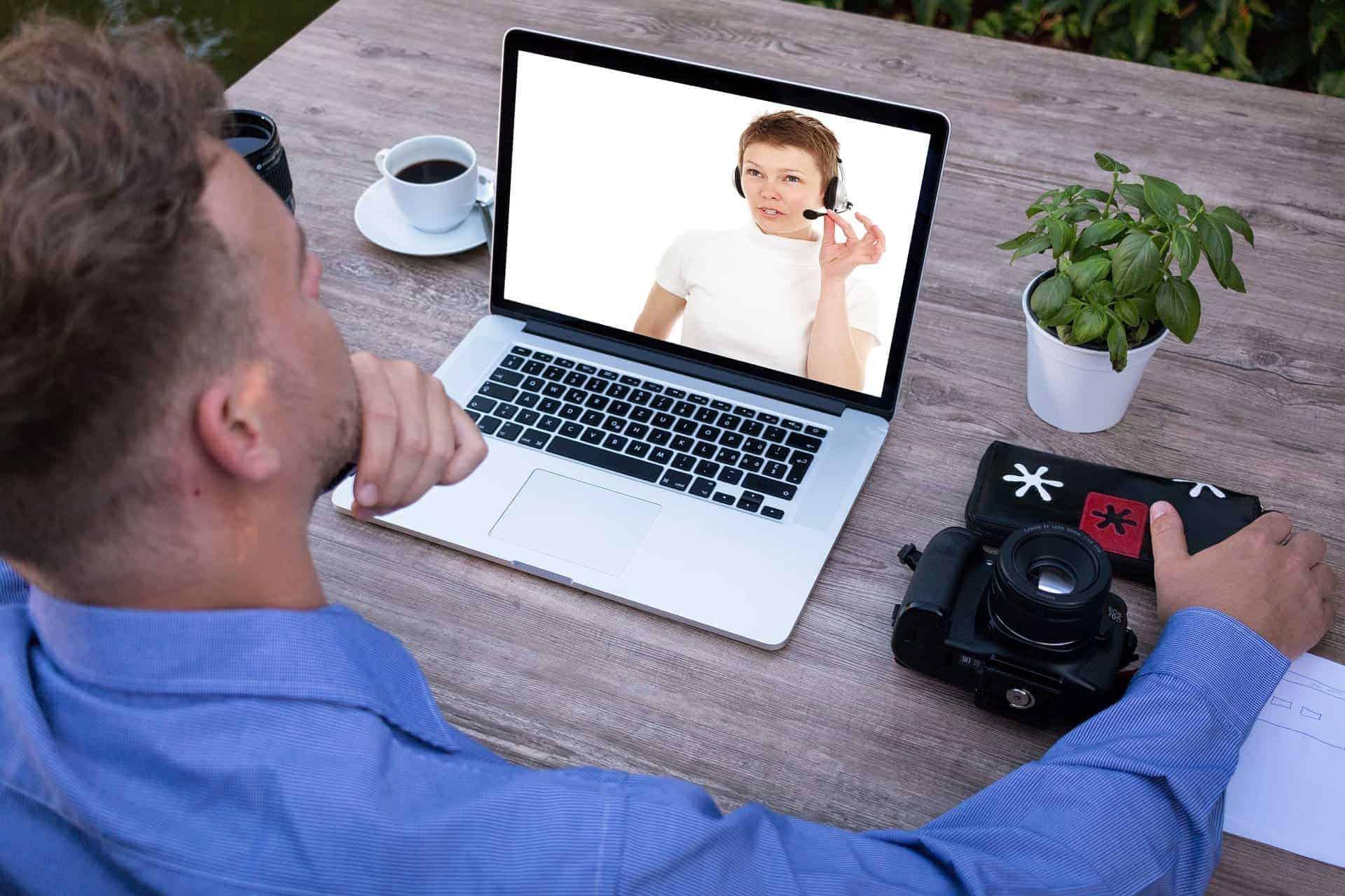 Kuinka myydä verkkokursseja käyttämällä live-webinaareja
